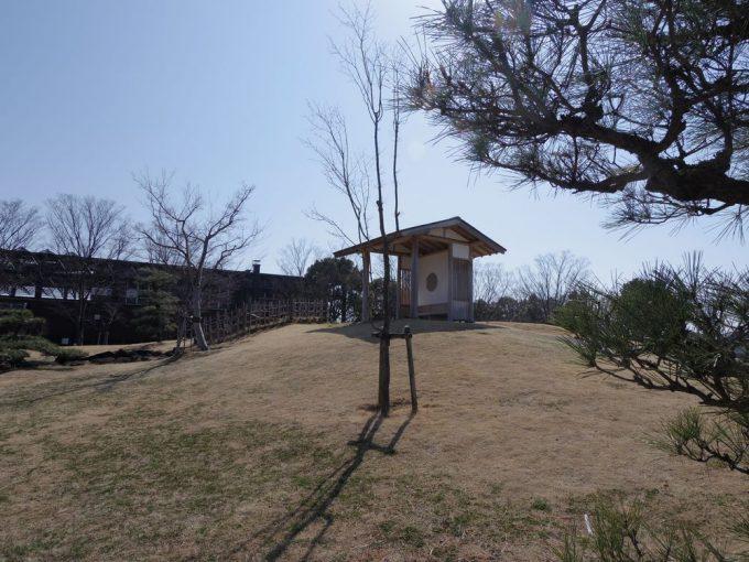 ここは「宇宙よりも遠い場所」の作品の中でとても重要な場所です。聖地の中の聖地と言えましょう。4人が日本を離れた7話と9話でもこの東屋は登場しています。